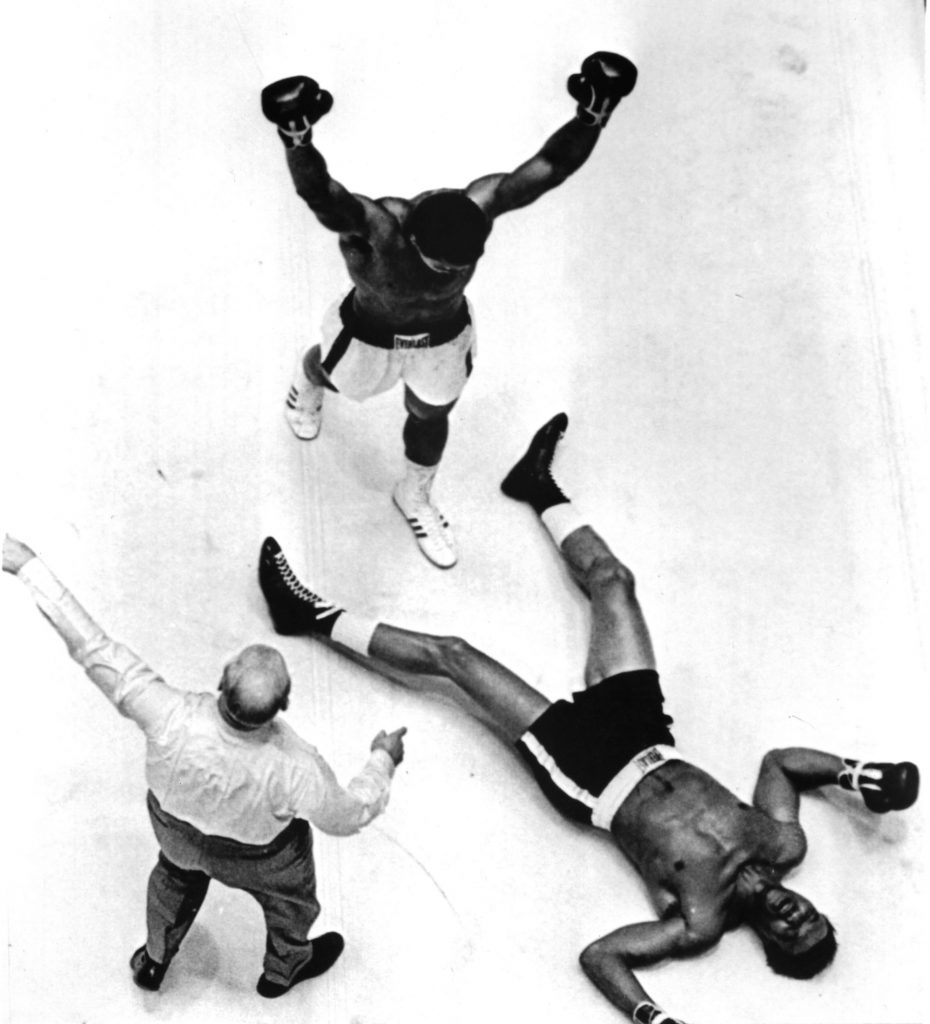 Houston, 14 novembre 1966. Match contro Cleveland Williams. Vittoria per K.O.Tecnico al terzo round. The ring Magazine/Getty Images