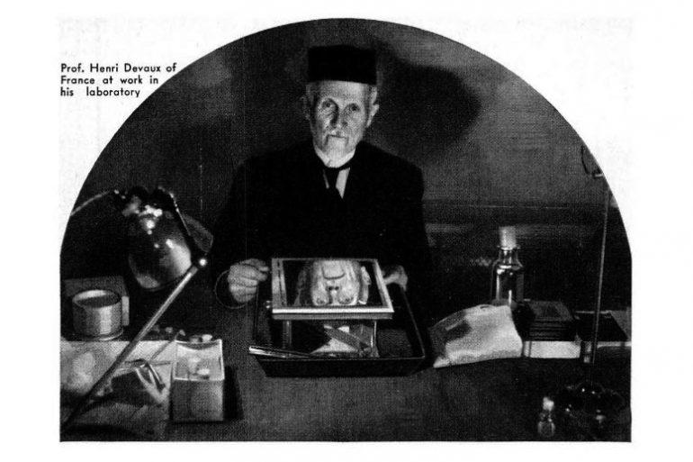 Il fisico H. Delvaux nel suo laboratorio